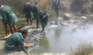 Mr Ndluvo useing the fresh Water watch kit